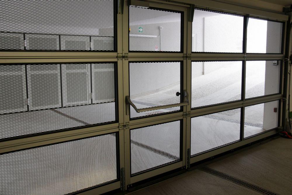h rmann industriesektionaltor alr f42 mit schlupft r harrasser gmbh bruneck. Black Bedroom Furniture Sets. Home Design Ideas
